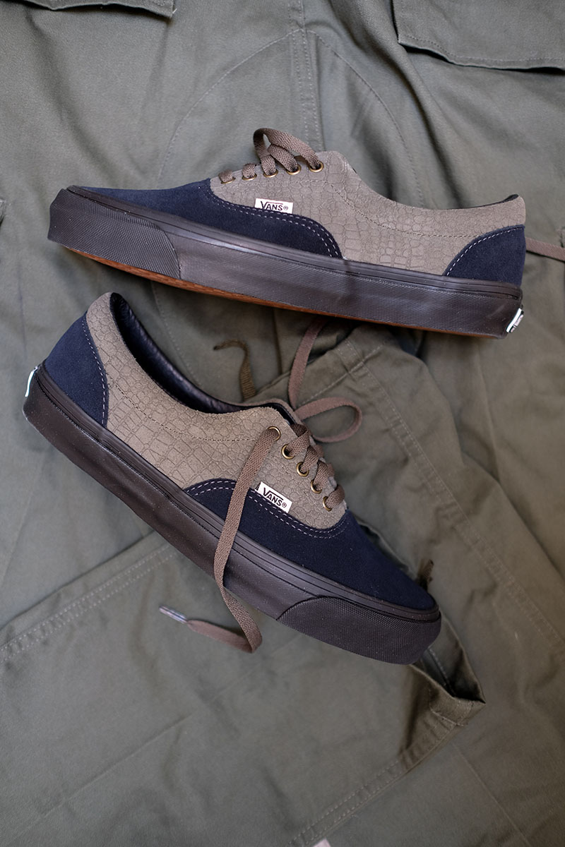Check the new join effort from Vans Vault and Wtaps. Coming strong with the  OG Old Skool (100e) in two colorways 406f72364